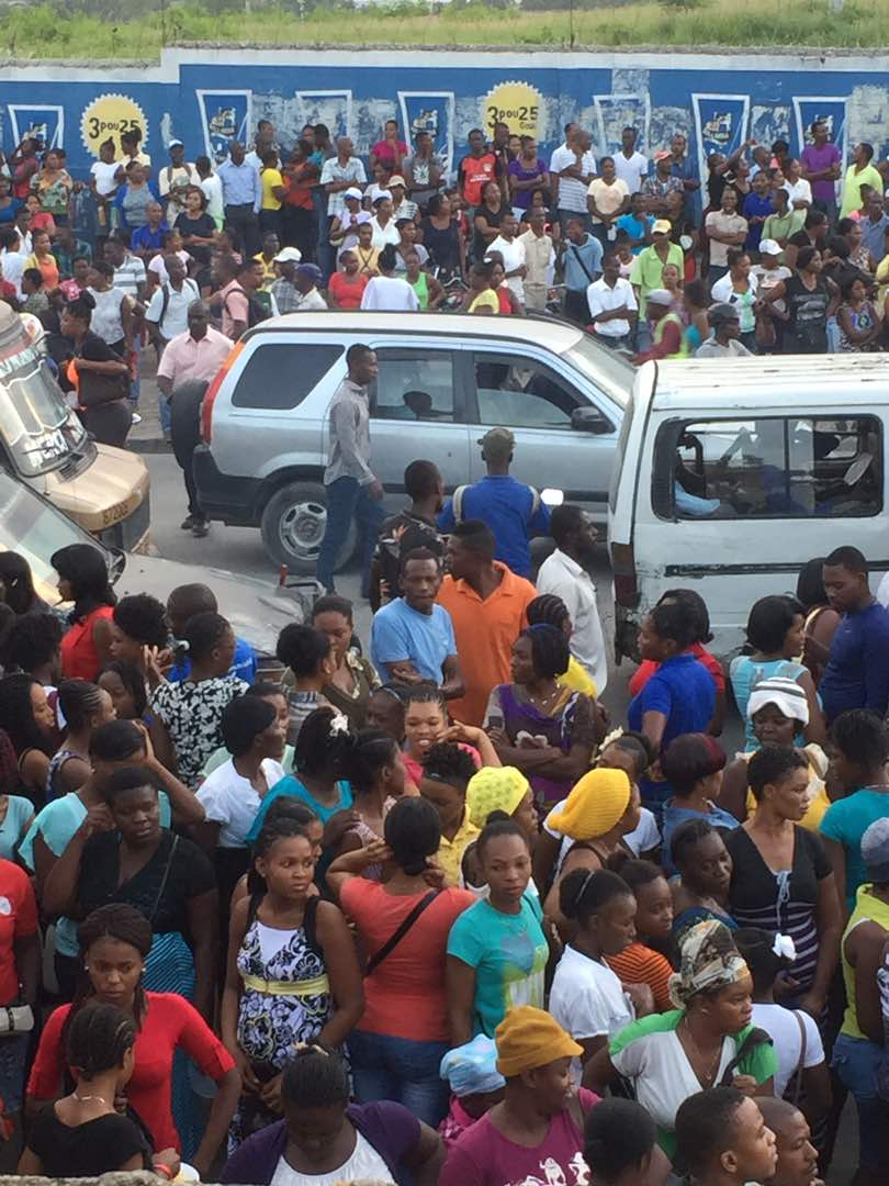 Port Au Prince - Strike for 800 Gourdes continues.