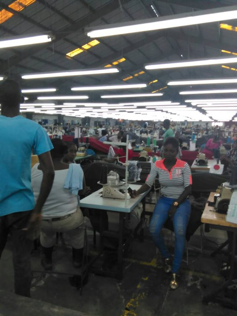Outra foto de 23/5/17: paralisação no trabalho dentro da fábrica Pacific Sport